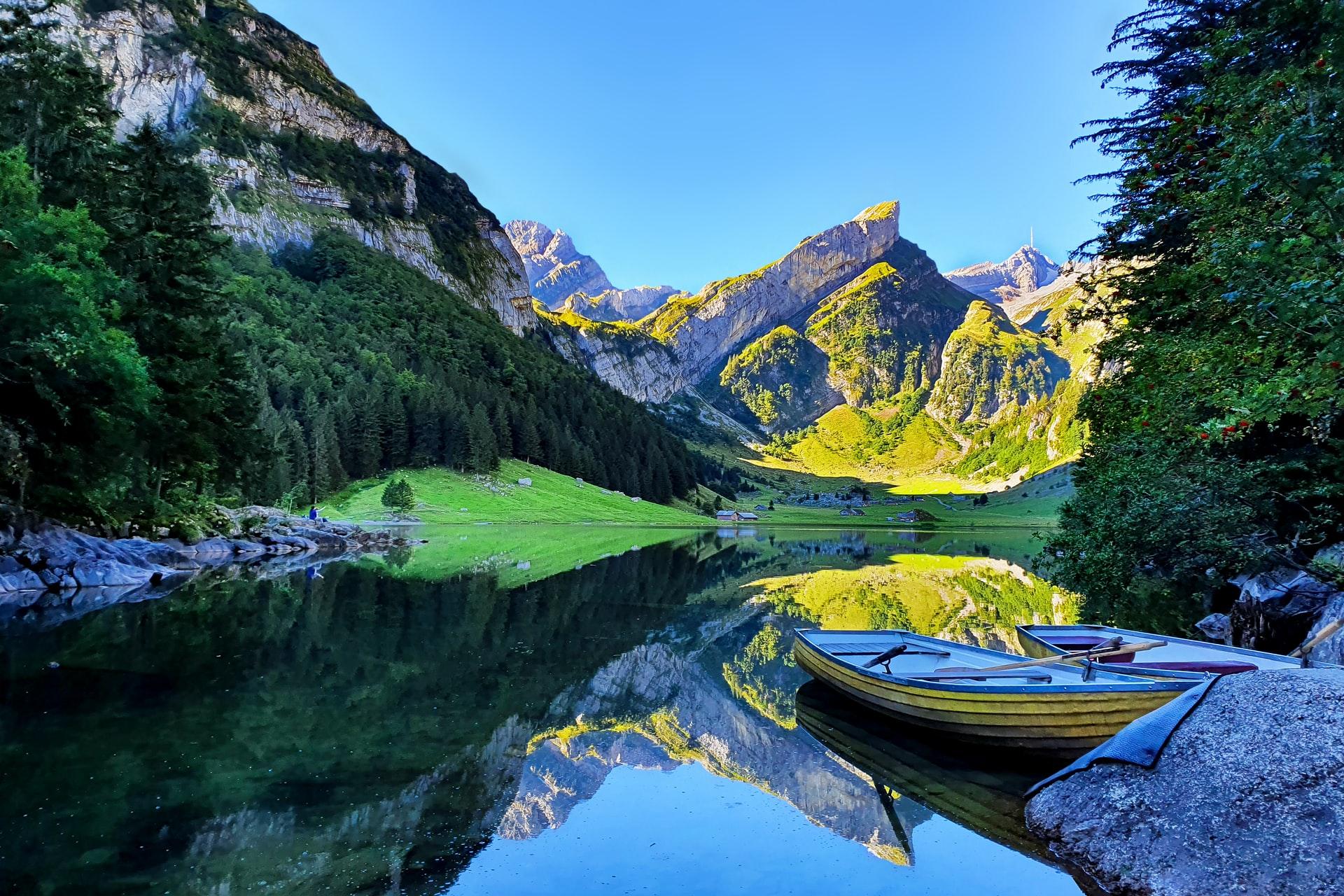 KDFB Spiritueller Impuls - Bergsee mit 2 Booten