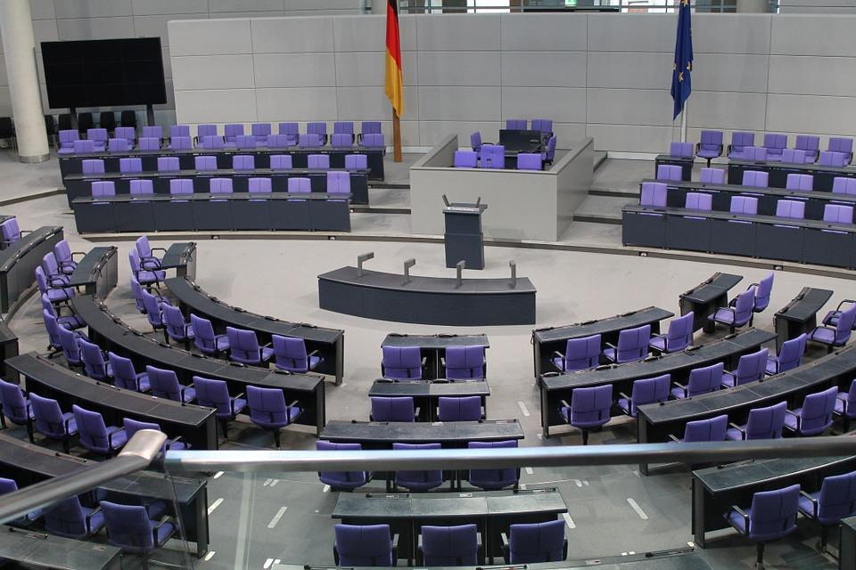 Mehr Frauen in Parlamente