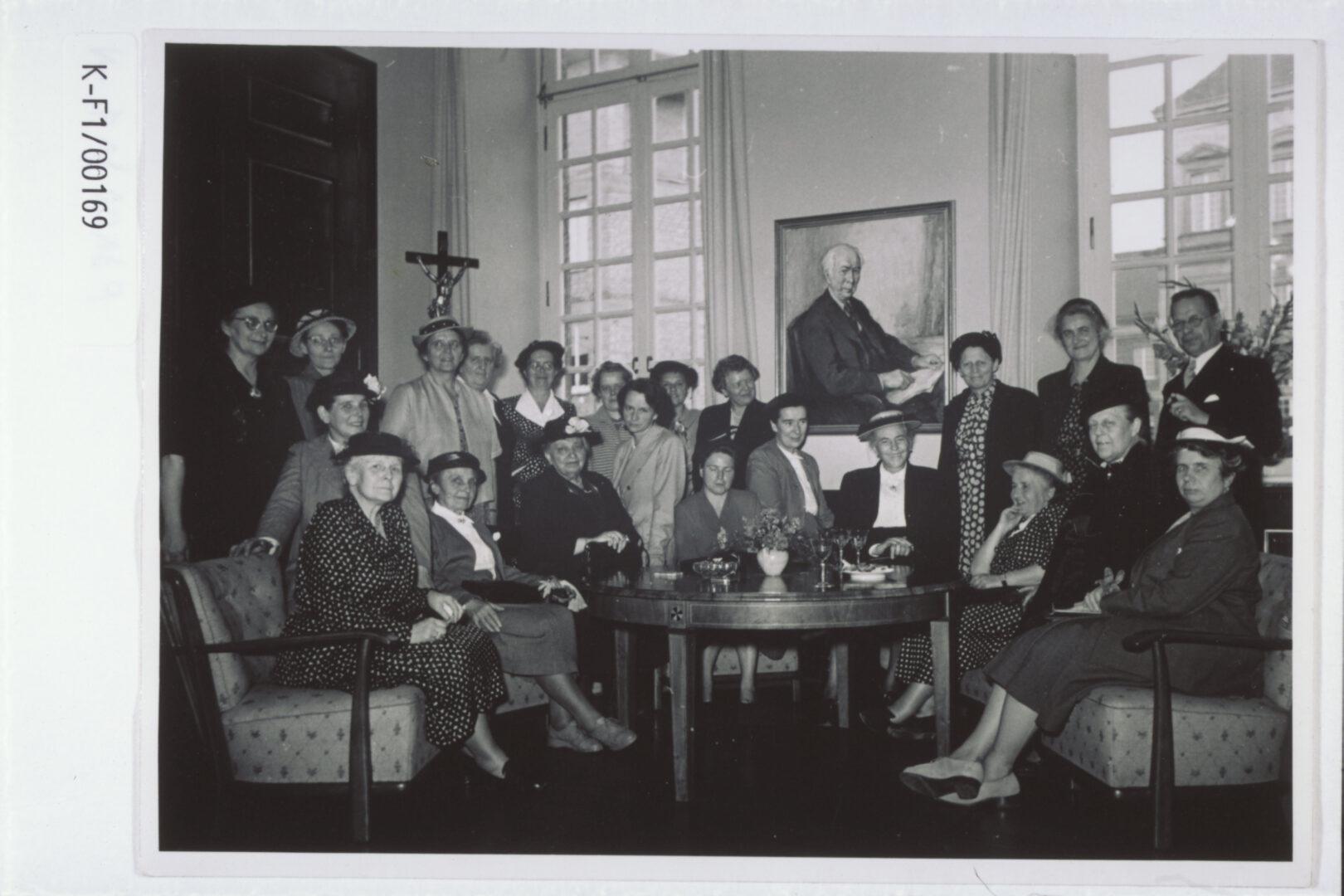 Empfang von KDFB-Frauen im Bonner Rathaus anlässlich der 13. Generalversammlung des KDFB, 1952
