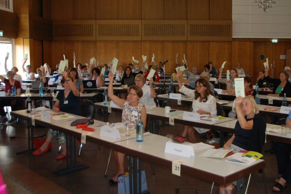 KDFB-Bundesdelegiertenversammlung 2021 Abstimmung