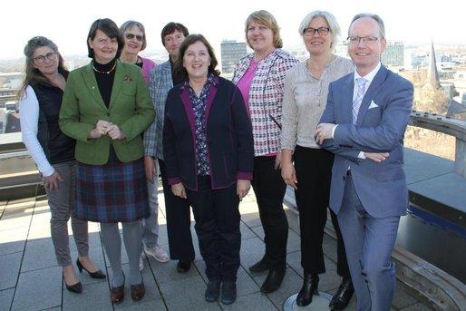 Vorstands- und Kuratoriumsmitglieder bei einem Stiftungstreffen in Berlin