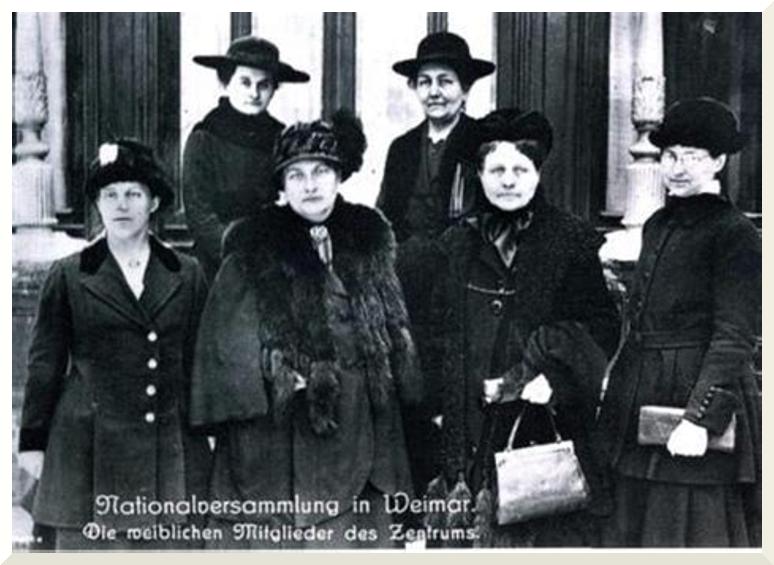 Historisches Foto: Weibliche Mitglieder der Nationalversammlung aus der Zentrums-Partei